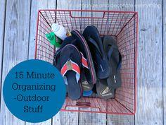 15 minute organizing outdoor stuff - Organize and Decorate Everything #31days #15minuteorganizing