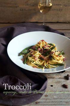 Troccoli con asparagi, crudo di Parma e fave di cacao