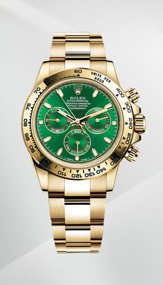 The Rolex Cosmograph Daytona in 18 ct yellow gold with a green dial, a bezel engraved with a tachymetric scale and an Oyster bracelet.