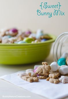 {Sweet} Bunny Mix! Little graham bunnies, marshmallows (for the tails), flower puffs and peanut butter m eggs make the cutest bunny mix ever!