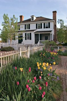 The evolution of Colonial & Early American - Gardening, Farming, & Cultural Landscapes to 17th Century Art, Colonial Williamsburg, Bulb Flowers, Garden Photos, Garden Trees, Early American, Spring Garden, Small Gardens, Garden Inspiration