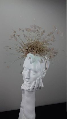 Elegant and dramatic fascinator headpiece suitable for Ascot