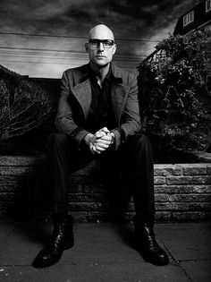 Mark Strong is one of the coolest actors. I never seem to recognize him in his films because he always looks different, that's what's so great about him, he really blends into whatever film he's in.