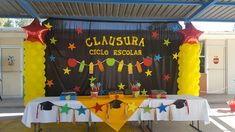 Graduation Cap Decoration, Class Decoration, Graduation Ideas, Art Party Decorations, Paper Wall Art, Kindergarten Graduation, Ideas Para Fiestas, School Parties, Holidays And Events