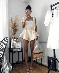 Reveillon 2021 - muitas ideias de looks para usar na virada Bermudas Fashion, White Skirts, Mini Skirts, Classy Outfits, Cute Outfits, Verde Neon, Satin Top, Women Lifestyle, High Waisted Shorts