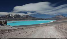 Foto de la Laguna Verde en las cercanías del Paso San Francisco que une Atacama con Argentina.
