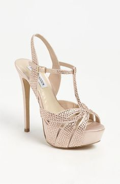 Get the must-have sandals of this season! These Steve Madden Blush Allly Sandals Size US 7 Regular (M, B) are a top 10 member favorite on Tradesy. Pretty Shoes, Beautiful Shoes, Cute Shoes, Me Too Shoes, Sexy Heels, High Heels, Zoom Iphone, Iphone 5c, Shoe Boots