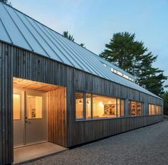 Canadian architect Omar Gandhi designed Moore Studio, a wooden cabin and artists& retreat for a pair of empty nesters in Nova Scotia. Gandhi, Nova Scotia, Clerestory Windows, Wooden Cabins, Luz Natural, Natural Light, Residential Architecture, Wood Architecture, Modern House Design