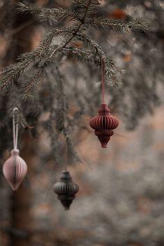 Coming Home For Christmas, Magical Christmas, Christmas Mood, Merry Little Christmas, Merry Xmas, Paper Christmas Decorations, Paper Christmas Ornaments, Christmas Tree Inspiration, Natural Christmas
