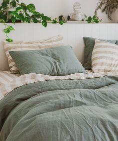 Home decor bedroom Sage Green Bedroom, Earthy Bedroom, Green Bedding, Green Rooms, Aesthetic Bedroom, Room Ideas Bedroom, Home Decor Bedroom, Green Bedroom Decor, Earth Tone Bedroom