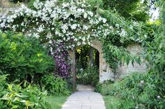 charles chessire / secret garden at sudeley castle, winchcombe