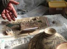 این کهن ترین تخته  نرد پیدا شده در جهان است که  متعلق به شهرسوخته در  استان سیستان میباشد