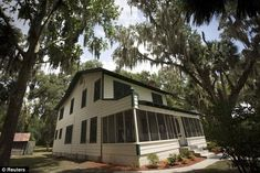 Located on Lake Weir, the home where Kate 'Ma' Barker was shot dead by the FBI in 1935 is up for sale - bullet holes and all Ma Baker, Famous Outlaws, Florida Images, Palm Coast, Lakefront Homes, Make Way, Haunted Places, Florida Home, Shots