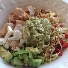 Spidskål, avocado, feta, kylling, urtehummus