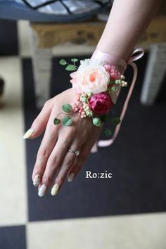 Determining Who Wears Flowers At Wedding For The Best Planning – Bridezilla Flowers Prom Flowers, White Wedding Flowers, Bridal Flowers, Purple Wedding, Silk Flowers, Floral Wedding, Flower Corsage, Wrist Corsage, Corsage Wedding