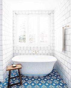 """""""Relaxar para encarar a semana curta! #cooldecor #cozydecor #decor #decoracao #homedecor #bathtube #banheira #relax #bathroomdecor #banheiroslindos #cozy…"""""""