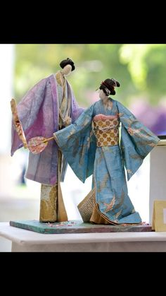 A pair of Washi Dolls with miniature paper fans, nihon - no - ningyou / tumblr