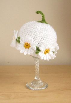 Paid crochet pattern available at Etsy. Crochet pattern for Daisy Chain hat in 4 sizes pdf by Stitchykits Crochet Daisy, Crochet Baby Hats, Crochet Beanie, Crochet For Kids, Crochet Flowers, Knitted Hats, Knit Crochet, Knitting Yarn, Baby Knitting
