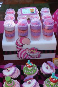 I love those Cheshire cat cake push up pop thingies in the back. Super cute
