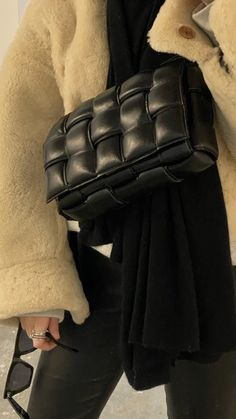 Look Fashion, Fashion Bags, Fashion Accessories, Casual School Outfits, Basic Outfits, Fab Bag, Jeans And Converse, Luxury Bags, Streetwear Fashion