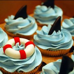 Cute cupcakes for the summer; frost cupcakes with blue frosting and get some chocolate in the shape of a triangle to top it off Cupcakes Bonitos, Cupcakes Decorados, Yummy Treats, Sweet Treats, Yummy Food, Shark Cupcakes, Ocean Cupcakes, Summer Cupcakes, Party Cupcakes