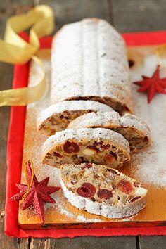 Традиционный немецкий рождественский кекс, штоллен, существует в нескольких видах — миндальный, маковый, творожный