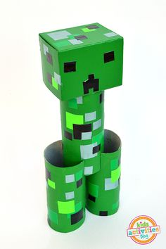 Great decorations for Minecraft birthday party. How to make a toilet paper roll Minecraft Creeper Creeper Minecraft, Minecraft Room, Minecraft Stuff, Minecraft Houses, Minecraft Furniture, Amazing Minecraft, Minecraft Tips, Fun Crafts For Kids, Toilet Paper Rolls