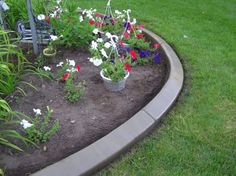 Garden edging is what gives a garden a neat, clean appearance. Do you want some innovative garden edging ideas? Here are garden edging ideas for your garden. Concrete Landscape Edging, Plastic Landscape Edging, Landscape Bricks, Landscape Curbing, Landscape Borders, Garden Borders, Diy Concrete, Concrete Yard, Concrete Curbing