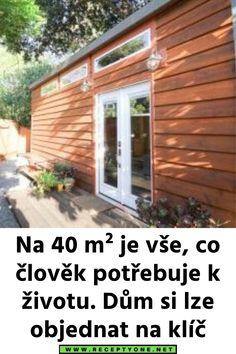 Na 40 m² je vše, co člověk potřebuje k životu. Dům si lze objednat na klíč Garage Doors, Outdoor Structures, Outdoor Decor, Design, Home Decor, Minimalism, Decoration Home, Room Decor