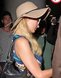 Paris Hiltons jet setting hairstyle