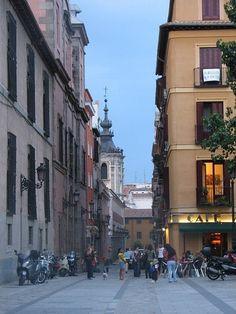 plaza de las comendadoras, con varios bares y restaurantes, es el lugar del convento del mismo nombre, s. XVII...