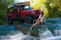 These Girls Love Diesel Trucks Every Guy Must See! Unique Senior Pictures, Senior Photos, Senior Portraits, Trucks And Girls, Car Girls, Girls 4, Jeep 4x4, Jeep Truck, Red Jeep