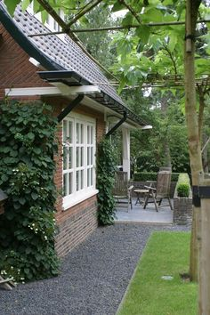 Tuinen Buiten www.woonmagazine-online.nl Backyard Plan, Backyard Landscaping, Outside Living, Outdoor Living, Dream Garden, Home And Garden, Farmhouse Garden, Garden Doors, Garden Architecture