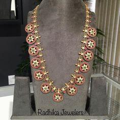 Bottu Mala by Radhika Jewellers Indian Jewellery Design, Indian Jewelry, Jewelry Design, Latest Jewellery, Jewelry Ideas, Wedding Jewelry, Gold Jewelry, Diamond Jewelry, Gold Necklace