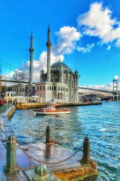 Voyager ©: Straits of Bosphorus, Istanbul, Turkey Beautiful Places To Travel, Best Places To Travel, Beautiful World, Places To Visit, Istanbul City, Istanbul Travel, Ankara, Amazing India, Beautiful Mosques