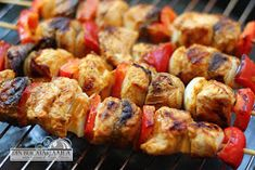 Din bucătăria mea: Frigarui de pui picante Kebabs, Martha Stewart, Sausage, Food And Drink, Gluten, Potatoes, Vegetables, Recipes, Sausages