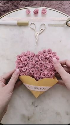 The perfect paper craft for your boyfriend / girlfriend gifts for boyfriend birthday videos DIY PAPER GIFT CARD Cool Paper Crafts, Paper Flowers Craft, Paper Crafts Origami, Diy Paper, Paper Crafting, Wood Crafts, Paper Art, Paper Quilling Cards, Origami Cards