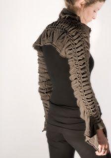 DÉMÉTER, laine mérinos (interventions manuelles sur machine à tricoter)
