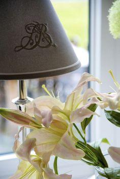 Prosty, elegancki abażur z efektownym monogramem LBD, idealny wprost na nocną szafkę. Do nabycia tutaj: http://www.hamptons.pl/produkty/abazur-monogram-grey/3653/