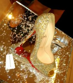 Image discovered by zhani. Find images and videos about fashion, shoes and louboutin on We Heart It - the app to get lost in what you love. High End Shoes, Gold High Heels, Betty Boop, Homecoming Shoes, Fashion Shoes, Fashion Accessories, Golden Birthday, Glitter Shoes, Shoe Art
