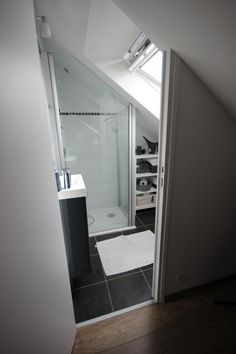 Cool Attic Bathroom Ideas Loft Conversions Source by suhaybrosario The post Attic Bathroom Classic appeared first on George Garden Services. Loft Ensuite, Loft Bathroom, Bathroom Ideas, Small Attic Bathroom, Upstairs Bathrooms, Attic Renovation, Attic Remodel, Loft Room, Bedroom Loft