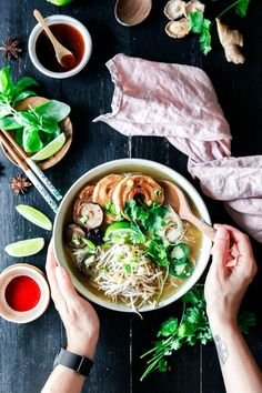 vegane Pho Schnelle vegane Pho · Eat this! Vegan Food & LifestyleSchnelle vegane Pho · Eat this! Quick Easy Vegan, Vegan Recipes Easy, Asian Recipes, Vegetarian Recipes, Vietnamese Recipes, Eat This, Vegetarian Lifestyle, Vegan Soup, Food Blogs