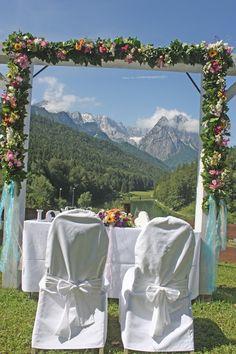 Freie Trauung auf der Bergwiese - Sommerhochzeit in Türkis mit bunten…