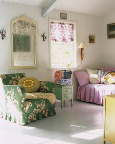 Gorgeous 60 Granny Chic Ideas for First Apartment Decorating On A Budget roomadn. Colourful Living Room, Living Room Colors, Living Room Designs, Living Room Decor, Living Rooms, Colorful Rooms, Bedroom Decor, Shabby Chic Bedrooms, Shabby Chic Decor