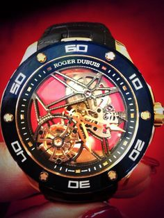 Take a peek at a very beautiful single Tourbillon @Roger_Dubuis gold timepiece. #stunning pic.twitter.com/6NzTfbVGEE