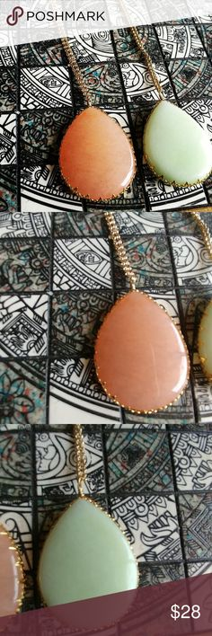 Statement necklace So pretty and fresh authentic stones natural rose blush color opalite and a beautiful mint color also opalite  18k gold plated  17 inches long plus 3 inches extension to adjust size. Look a lot like the Kendra Scott necklaces.  Authentic stones and 18k gold plated. Jewelry Necklaces