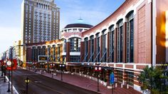 With more than 500,000 square feet of exhibit space, first-class catering options, and easy access in the heart of downtown, the America's Center Convention Complex offers facilities and services for any event.