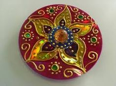 Risultati immagini per mandala feita com cd Cd Crafts, Recycled Crafts, Crafts To Do, Crafts For Kids, Arts And Crafts, Blowin' In The Wind, Cd Art, Diwali Decorations, Wind Chimes