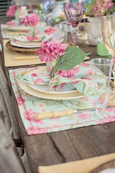 Beautiful place settings at an Easter Party! See more party ideas at… Easter Dinner, Easter Table, Easter Brunch, Easter Party, Easter Food, Princesse Party, Spring Party, Easter Holidays, Woodland Party