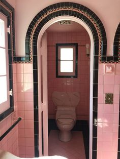 infamous pink bathrooms in historic homes